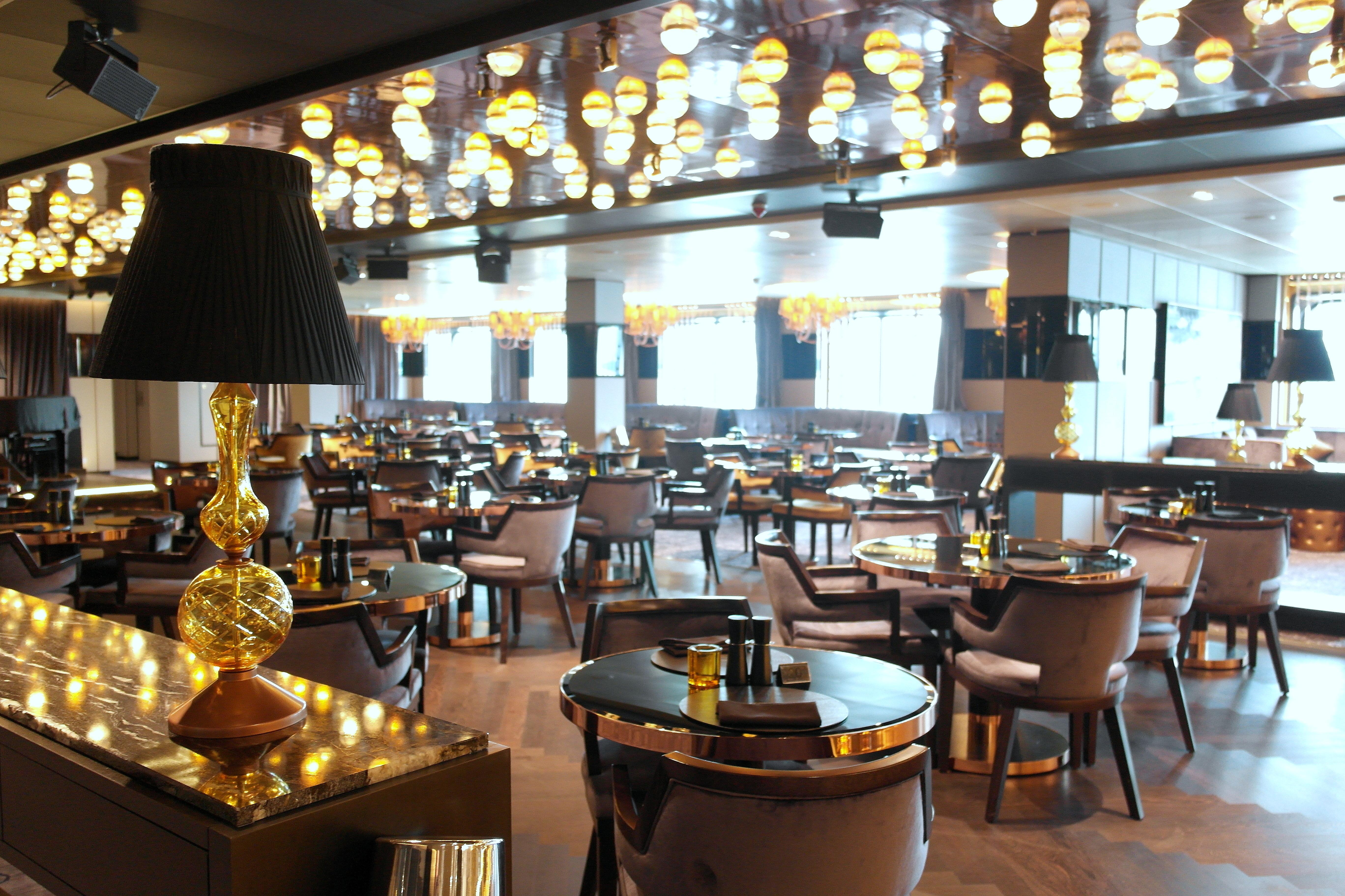 P o britannia a visit cruisetotravel for P o britannia dining rooms