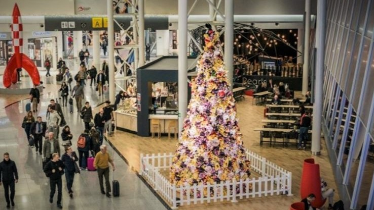 christmas-tree-bru-airport